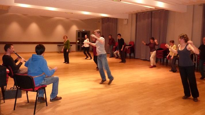 Atelier mensuel de danses traditionnelles animé par Patrick Graval